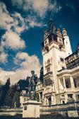 Blick auf peles schloss, sinaia, rumänien, vintage coaster派勒斯城堡,罗马尼亚锡、 老式过山车的视图 — Stockfoto