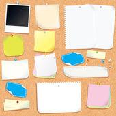 Tablero de corcho oficina con notas en blanco y pegatinas — Foto de Stock