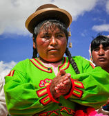 Unknown Quechua lady on Uros, where people live on floating reed islands — Stock Photo
