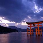 Torii gate at Miyajima, Japan — Stock Photo #29210057