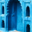 Bright blue doorway in India — Stock Photo