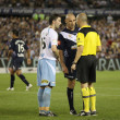 MELBOURNE - MARCH 20: Terry McFlynn (L) and Kevin Muscat argue with ref in the A-League League grand final won by Sydney FC over Melbourne Victory on March 20, 2010 in Melbourne. — Stock Photo