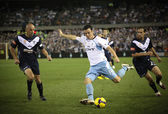 MELBOURNE - MARCH 20: Mark Bridge (C) of Sydney FC crosses the ball in the A-League grand final against Melbourne Victory on March 20, 2010 in Melbourne. — Stock Photo
