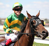 MELBOURNE - MARCH 13: Jockey Craig Williams on Flying Tessie before the start of the National Jockey Celebration, won by Be Positive at Flemington on March 13, 2010 - Melbourne, Australia. — Foto Stock