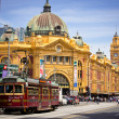 MELBOURNE, AUSTRALI- OCTOBER 29: Iconic Flinders Street Station — Stock Photo #29271105