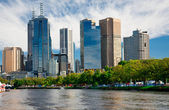 MELBOURNE, AUSTRALIA - MARCH 12: Yarra River and Melbourne skyline during the Moomba Masters waterski event — Foto de Stock