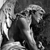 Angel at La Recoleta Cemetery in Buenos Aires — Stock Photo