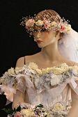 Bitkiler ve çiçekler tamamen yapılmış güzel bir elbise — Stok fotoğraf