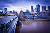 MELBOURNE, AUSTRALIA - AUGUST 14: Princes Bridge and Melbourne skyline. Melbourne is the 2nd most populous city of Australia — Stock Photo