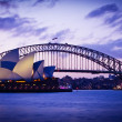 SYDNEY, AUSTRALI- SEPT 1 : Sydney's most famous icons, Sydney OperHouse and Harbour Bridge — Stock Photo #30314471