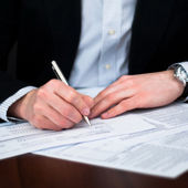 Business men filling out documents with pen — Foto Stock