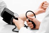 血压测量工作室拍摄 — 图库照片