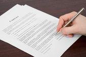 Işadamı belgeleri imzalama — Stok fotoğraf