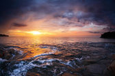 Rocky coast and sea with waves at sunset — Stock Photo
