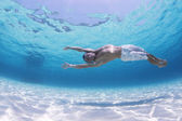 Young man diving — Stock Photo