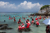 Group of people in life jackets — 图库照片
