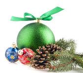Ramo da árvore do abeto e brinquedo de natal — Foto Stock