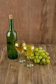 杯酒和瓶 — 图库照片