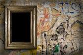 Velho muro com um escopo — Fotografia Stock