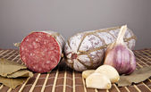 Salame with garlic and laurel leaves — Stockfoto