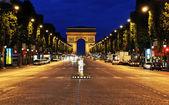 авеню елисейских полей в париже — Стоковое фото