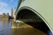 Westminster Bridge and Elizabeth Tower in London — Stock Photo