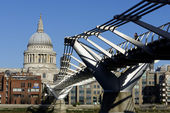 London Millennium Footbridge — Foto Stock