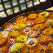 Orange and yellow flowers in water — Stock fotografie
