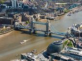 Tower bridge und london city hall-luftbild — Stockfoto