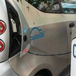 Autolib' electric car sharing service in Paris — Stock Photo