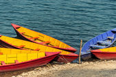 Colorful barques on Phewa Lake in Pokara — Stock Photo