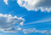 Blue sky and white fluffy clouds — Stock Photo
