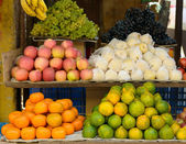 Fruits on a market stand — Stock fotografie