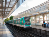 Metro arriving at a station in Paris — Stock Photo