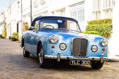 Blue Alvis converible in London — Stock Photo