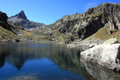 Lake Lassiedouat and peak Cadier in Pyrénées — Stock Photo