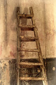 Shabby background with a ladder in the room with the old walls. — Stock Photo