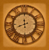 The old clock on the grunge background. Time stopped — Foto Stock