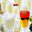 Alcoholic cocktail and ice cream on the table, serving — Stock Photo