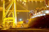 Oděsa 21.listopadu: vykládání, nakládku kontejnerů na námořní ves — Stock fotografie