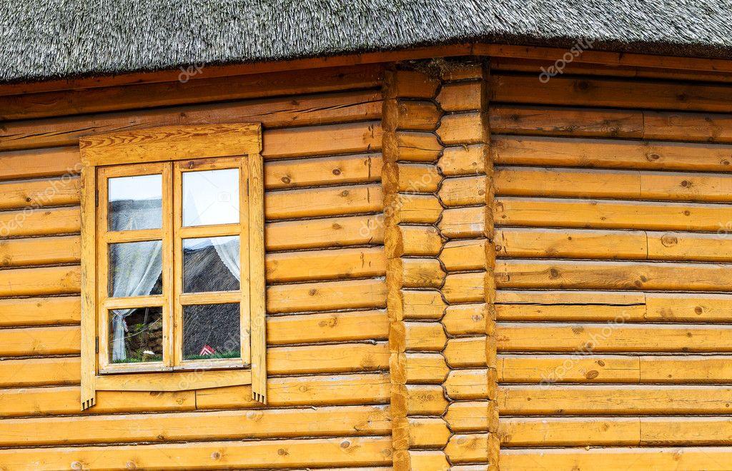 Detalle de las vigas en la pared del tronco redondo casa - Casas de troncos redondos ...