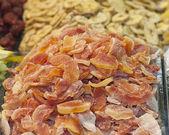 сушеные фрукты на рынке стойло — Стоковое фото