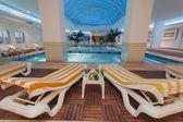 Piscina coberta, num hotel de luxo — Fotografia Stock