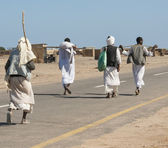 Egyptian bedouins walking down a road — Stock Photo