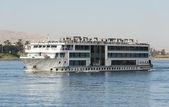 Rivière grande bateau de croisière sur le nil — Photo