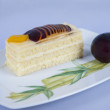 Sponge cake with fruits — Stock fotografie