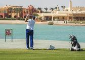Golfeur sur un terrain d'exercice — Photo