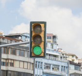 Traffic light in urban city center — Stock Photo