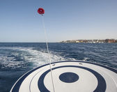 Parasailing from the back of speedboat — Stock Photo
