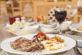 A la carte steak meal on patterned plate — Stock Photo